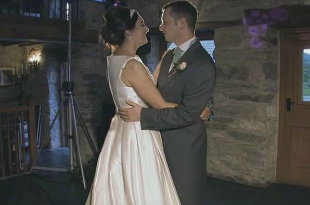 Casal surpreende convidados com dança incrível durante o casamento