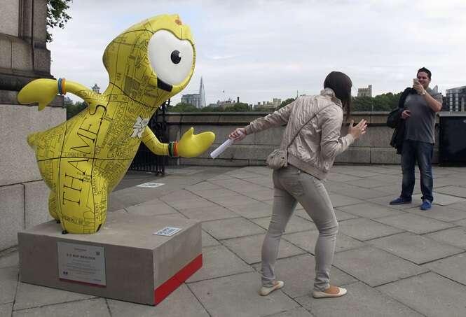 Pessoas que sabem como brincar com estátuas