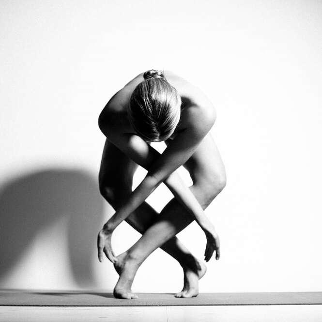 Mulher cria arte com seu próprio corpo nu em fotos publicadas no Instagram