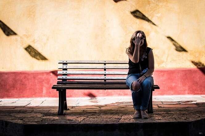 Fotógrafo faz fotos diferentes com namorada que não gosta de ser fotografada
