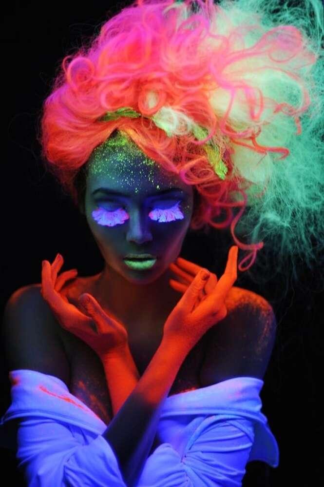 Cabelo que brilha no escuro se torna tendência entre as mulheres