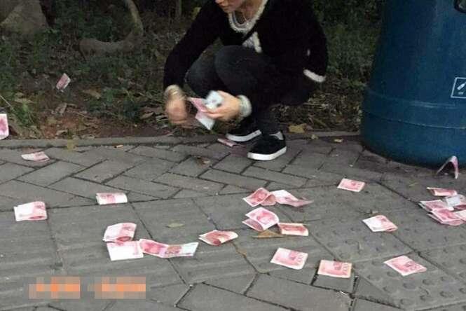 Homem joga quase 7 mil reais para o alto e pedestres recolhem tudo