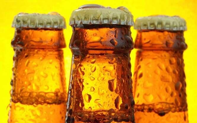 Maneiras práticas de abrir garrafas de cerveja sem abridor