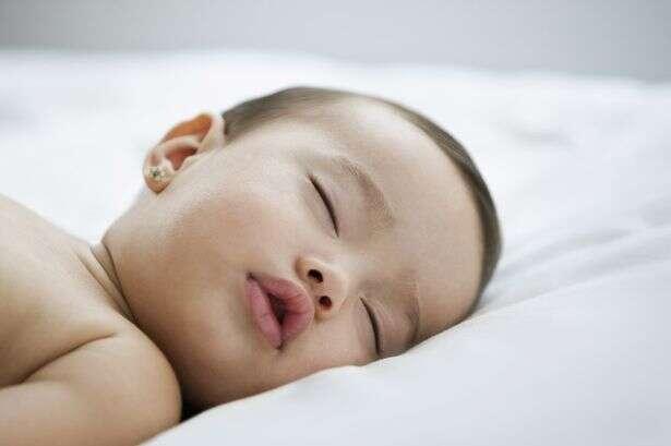 Vídeo ensina técnica simples para fazer bebê dormir