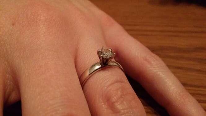 Homem trabalha escondido da namorada todas as noites para fazer o pr prio anel de noivado e pedi - Anillo de casado mano ...