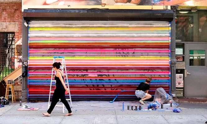 Artista transforma portões de aço em verdadeiras obras de arte