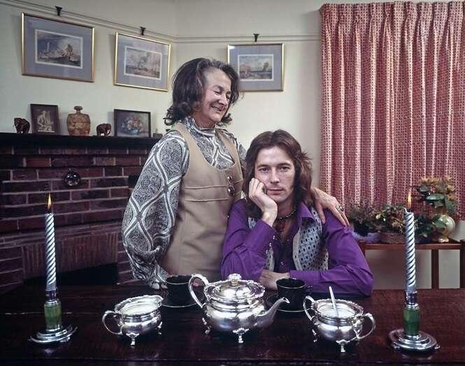 Fotos raras de estrelas do rock dos anos 70 com seus familiares