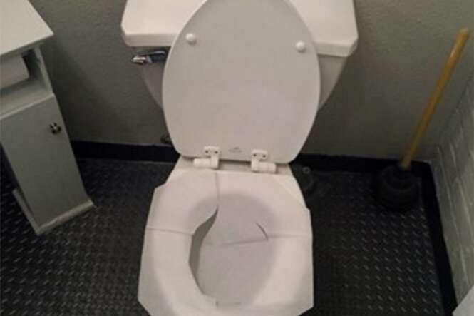 Forrar assento de vaso sanitário com papel higiênico não é uma boa ideia