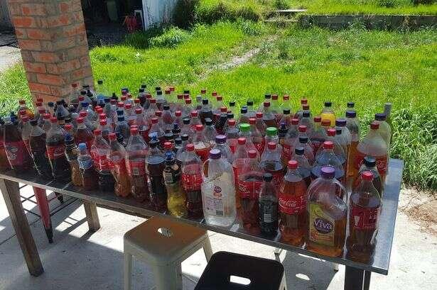 Proprietário de casa alugada encontra mais de 200 garrafas de urina além de preservativos usados após pedir a inquilino para sair do local