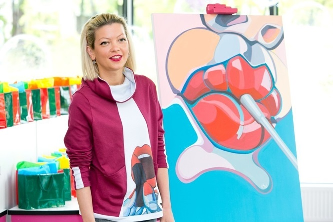 Artista cria trabalho incrível usando quase 2 mil frascos de esmalte