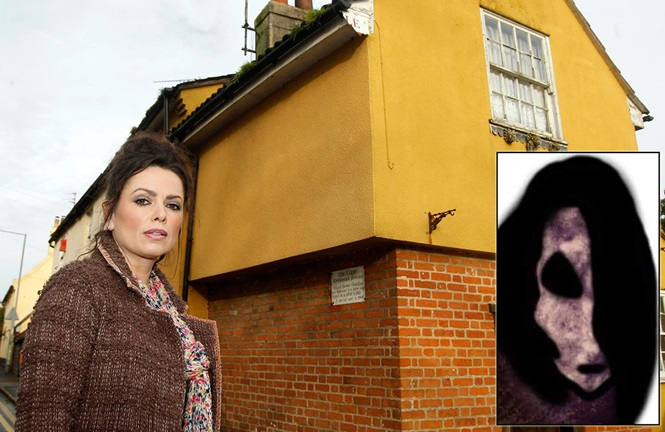 Mulher coloca casa assombrada em leilão