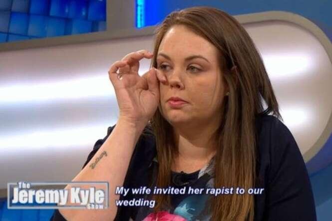 Noiva vive pior dia de sua vida durante o próprio casamento ao ver convidado que havia a abusado durante a infância