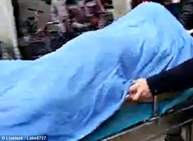 Idoso morre durante relação íntima com prostituta e casal é levado a hospital após ficar grudado pela região genital