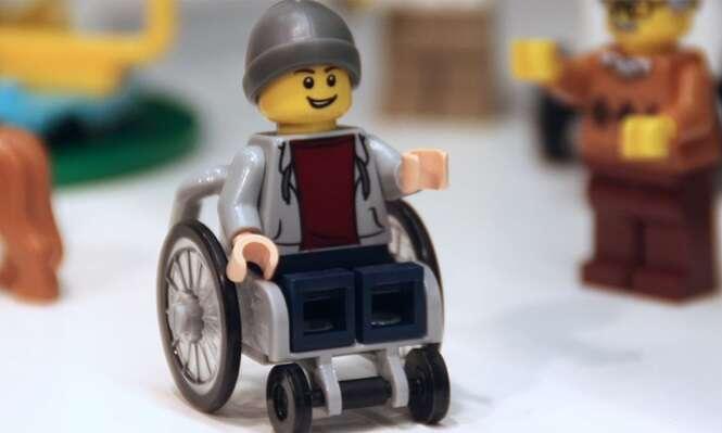 Lego anuncia lançamento do primeiro personagem de cadeira de rodas