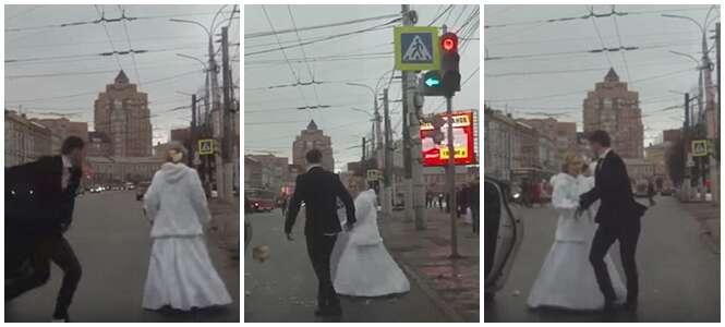 Recém-casados se desentendem e discutem freneticamente logo após cerimônia