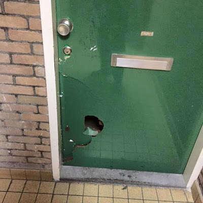 Polícia arromba porta da casa de homem depois de confundir sua cantoria de ópera com gritos de socorro