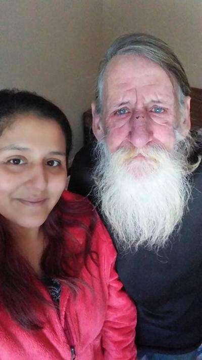 Mulher ganha na loteria e usa todo o dinheiro para abrigar morador de rua