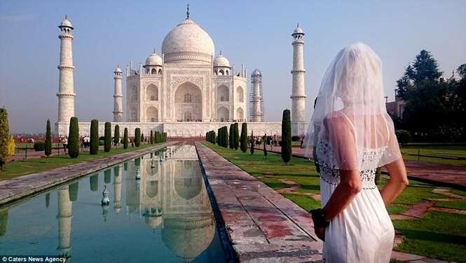 Mulher termina casamento infeliz e viaja o mundo vestida de noiva