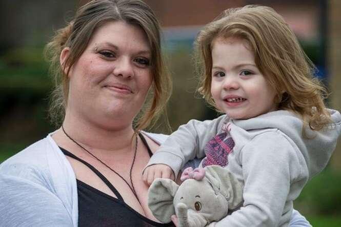 Mãe que teve um AVC aprende a andar e falar junto de seu bebê