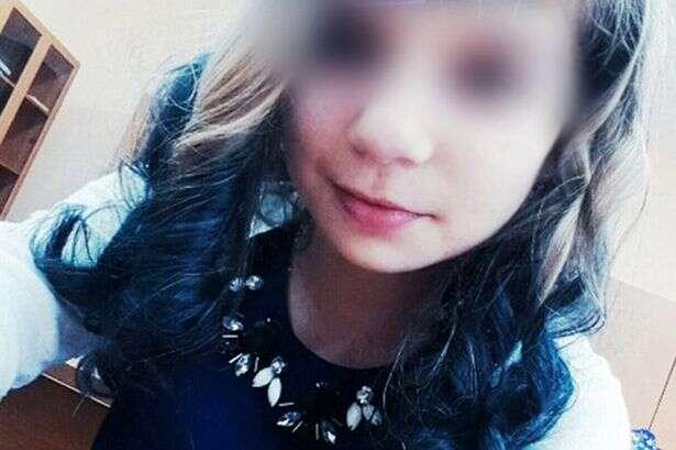 Menina de 14 anos morre eletrocutada ao tentar usar celular conectado à tomada