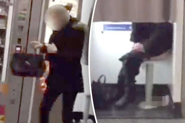 Vídeo flagra mulher tranquilamente defecando dentro de cabine fotográfica