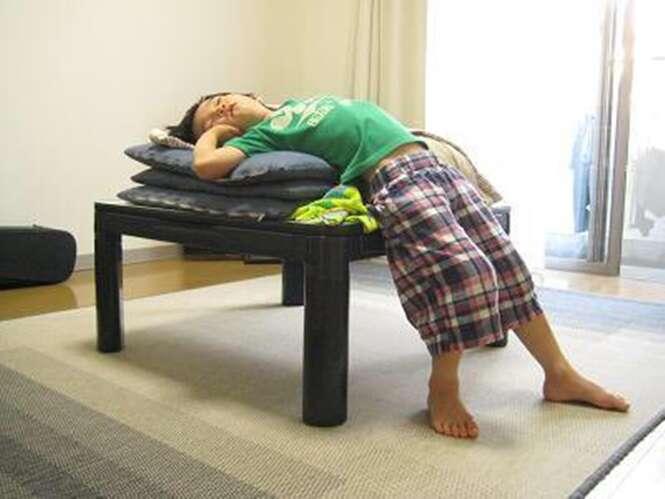 Bebês que dormem em qualquer lugar