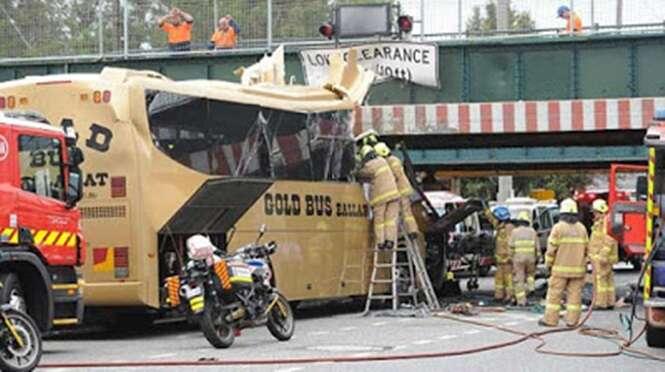 Empresa encobre logotipo em ônibus para evitar manchar sua marca após veículo se envolver em acidente
