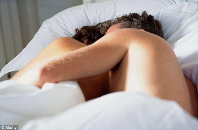 Homem acidentalmente mata amante após usar pepino durante o sexo