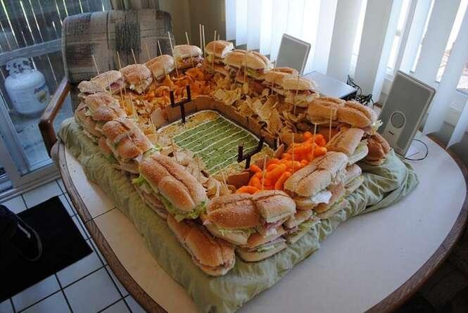 Pessoas criativas que fizeram estádios com comida