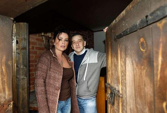 Vanessa e o investigador paranormal Micky Rawlins. Foto: Neil Hall - The Sun