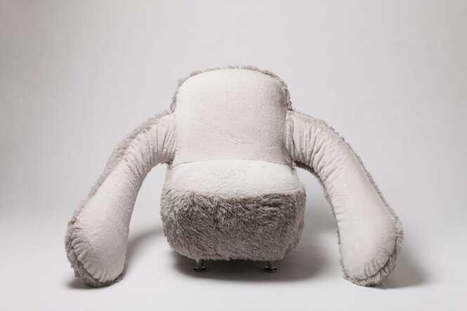 Cadeira de abraço promete ser a solução para os solteiros