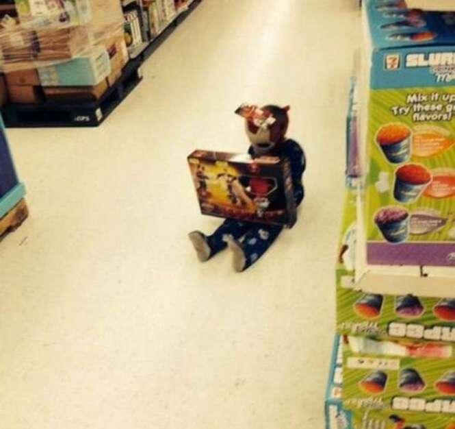 Fotos hilárias mostrando como é difícil ir às compras com as crianças