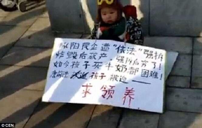 Empresário chinês tenta dar seu filho nas ruas