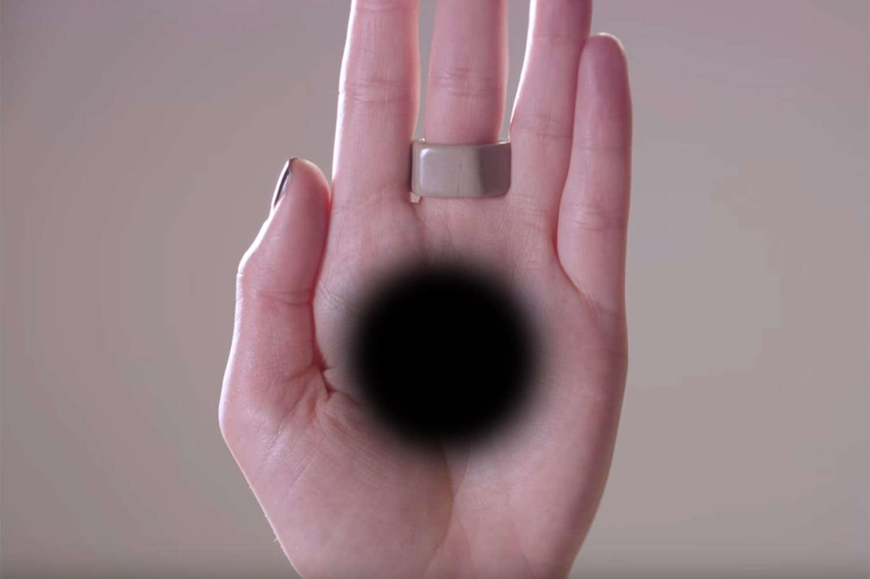 Ilusão de ótica simples faz buraco negro surgir na palma da mão