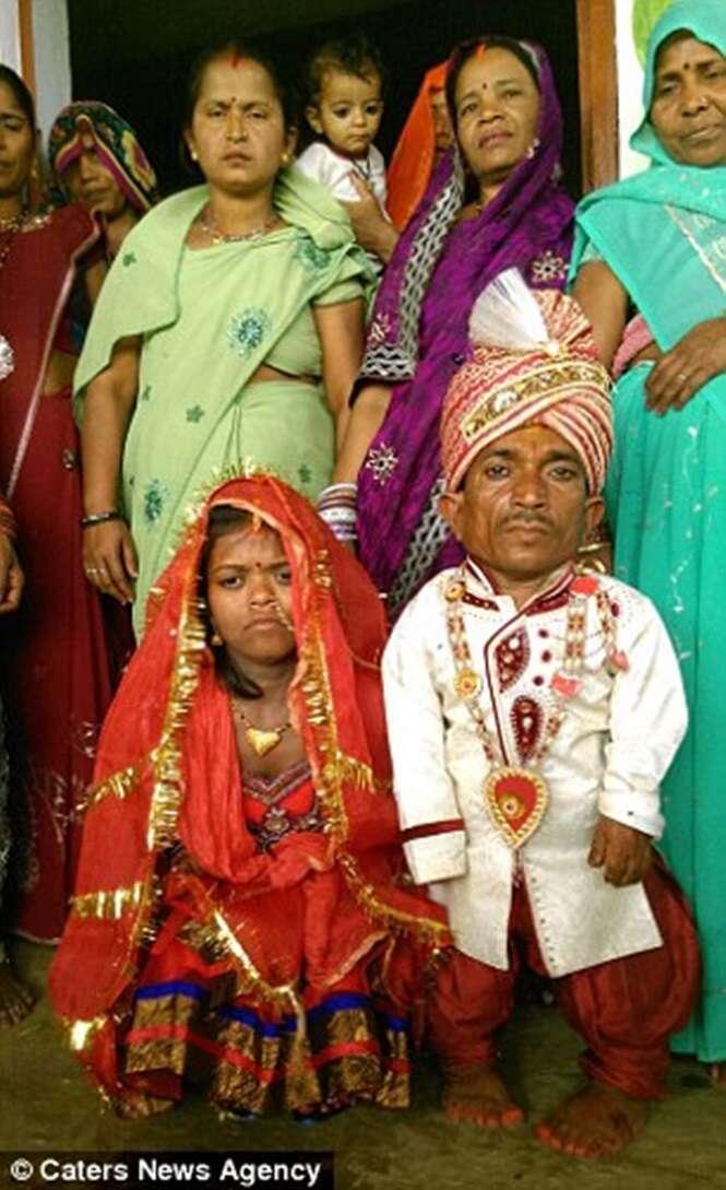 Anões se casam na Índia e se tornam o segundo menor casal do mundo