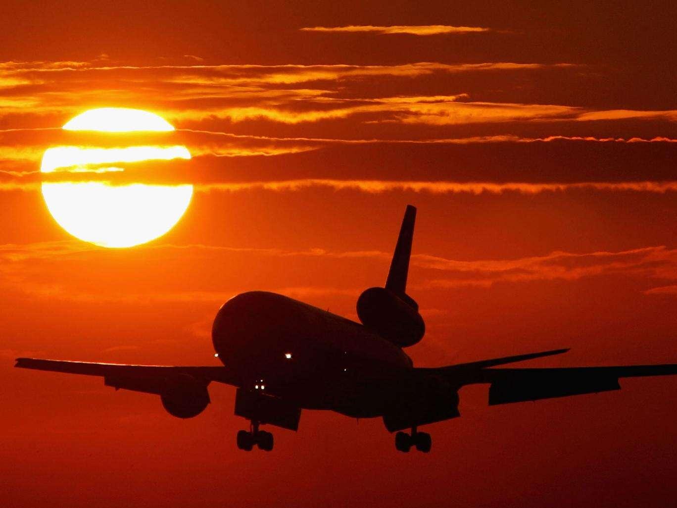 Piloto ameaça derrubar avião com 200 passageiros caso sua esposa o abandonasse