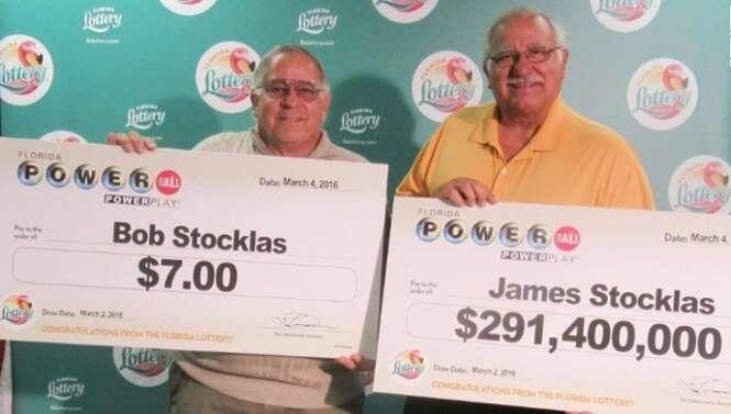 Irmãos compram bilhetes separados na loteria, um ganha 26 reais e o outro R$ 1,1 bilhões