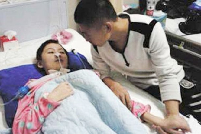 Mulher que passou 8 meses em coma sendo cuidada por namorado acorda e o acusa de tê-la espancado