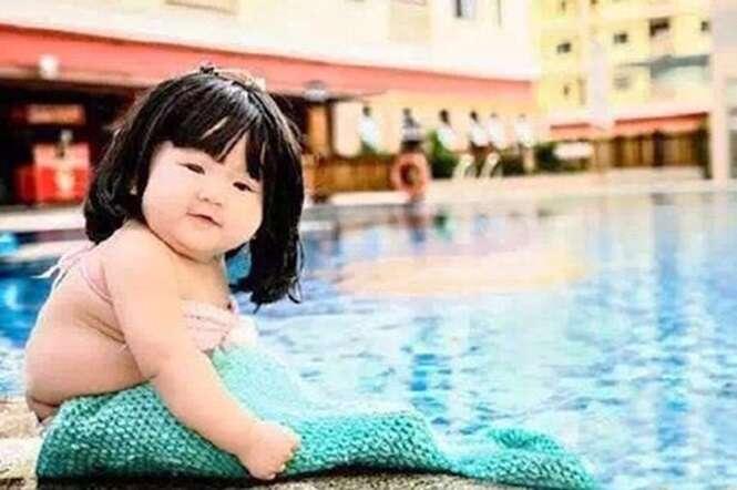 Menina de 6 meses vestida de sereia se torna sensação na internet