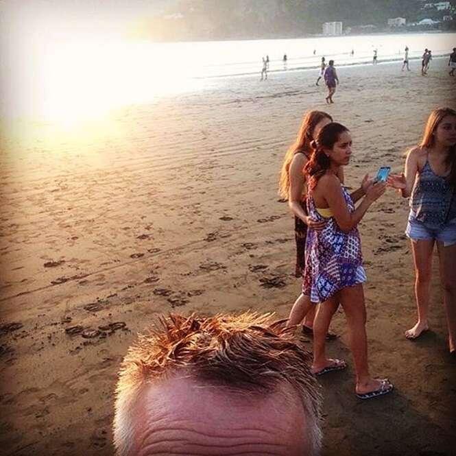 Homem documenta suas viagens ao redor do mundo com selfies de sua testa