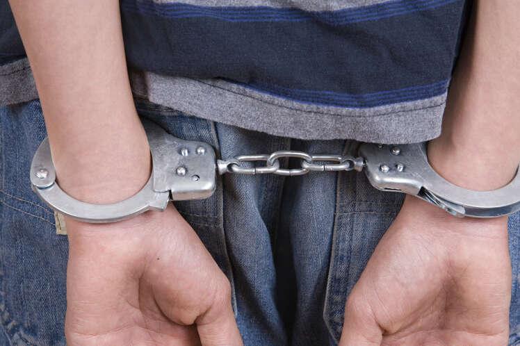 Menino de 5 anos de idade é acusado de estuprar adolescente de 13 anos