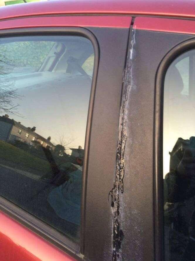 Mulher chega a estacionamento e encontra seu carro vedado com supercola
