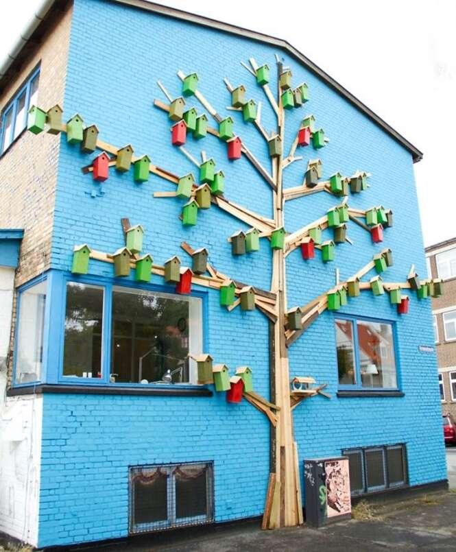 Designer cria mais de 3500 casas de pássaros para ajudar a manter as aves em cidades