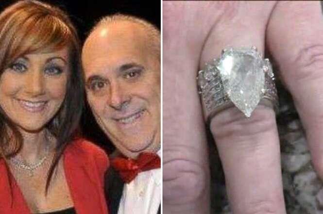 Marido joga no lixo anel de casamento de R$ 1,4 milhões e revira 10 toneladas de rejeitos para encontrá-lo