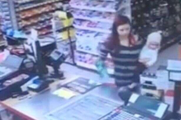 Caixa de supermercado salva bebê de forma incrível após mãe da criança desmaiar