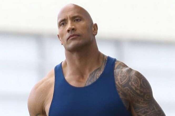 Homem decide treinar como famoso lutador de luta livre e sofre transformação inacreditável