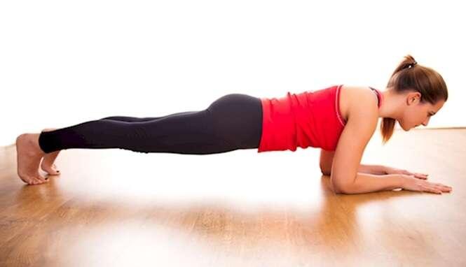 Exercício simples que pode ser feito diariamente ajuda a reduzir medidas da barriga