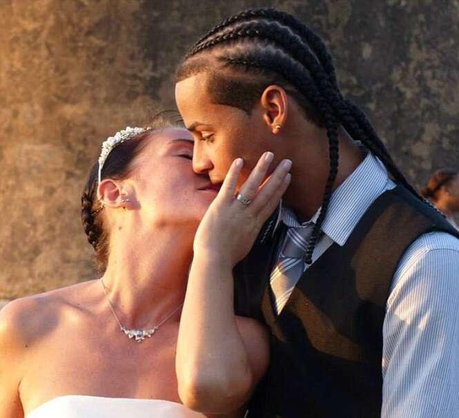 Julia e Adonis no dia do casamento. Foto: DailyMail