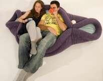 Almofada curiosa pode ser moldada para te ajudar a relaxar em qualquer posição