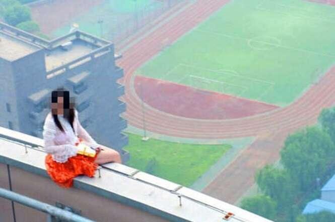 Mulher suicida desiste de saltar de prédio, mas morre após forte rajada de vento a derrubar